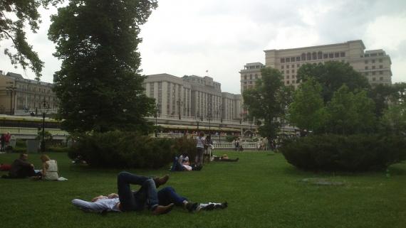 Александровский сад, трава, отдых