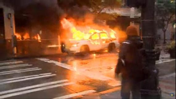 сожжение одного из автомобилей в Сиэтле