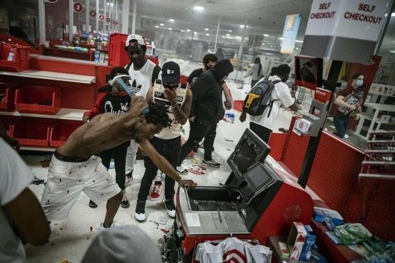 разбой и мародёрство в магазинах США