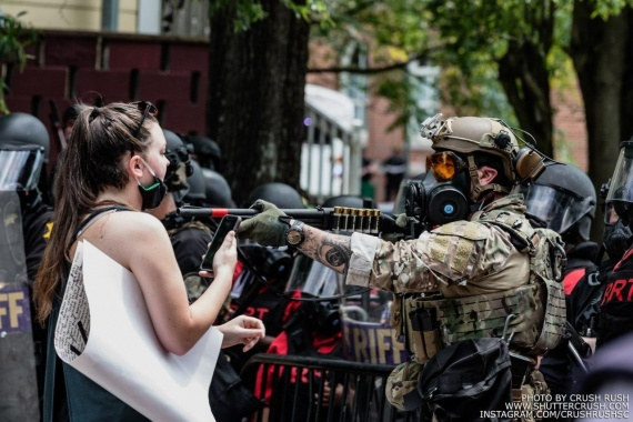 ружьё и девушка